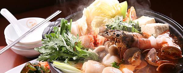 名古屋駅付近や栄付近で,韓国の食材を豊富に取り …